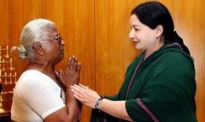 Arputham-Ammal-mother-of-Perarivalan-one-of-the-assassins-of-former-prime-minister-Rajiv-Gandhi-meets-Tamil-Nadu-Chief-Minister-Jayalalithaa