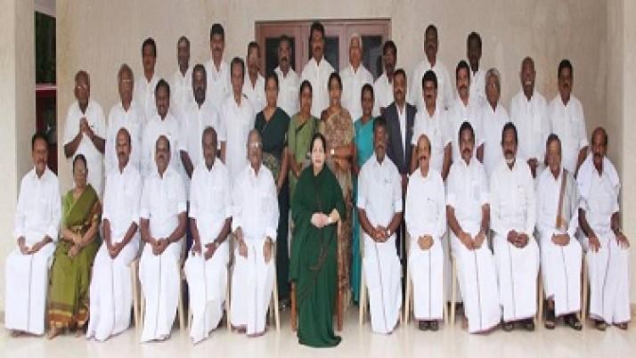 முதலமைச்சர் ஜெயலலிதாவை தலைமை கழக நிர்வாகிகள் சந்தித்து ஆசி