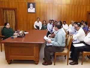 பருவமழை நிலவரம்-மீட்பு நடவடிக்கைகள் குறித்து முதலமைச்சர் ஜெயலலிதா ஆய்வு