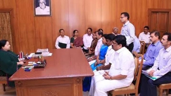 கனமழை, வெள்ளம்: தமிழக முதல்வர் ஜெயலலிதா தலைமையில் ஆய்வுக் கூட்டம்