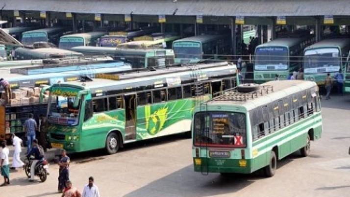 முதலமைச்சர் ஜெயலலிதா உத்தரவுப்படி,மழையால் பாதிக்கப்பட்டுள்ள பொதுமக்களுக்கு உதவும் வகையில்,தென் மாவட்டங்களுக்கு செல்ல மாற்றுப்பாதையில் 400 பேருந்துகள் இயக்கம்