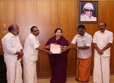 பொது நிவாரண நிதிக்கு முதலமைச்சர்   ஜெயலலிதாவிடம் இதுவரை ரூ.195 கோடி வழங்கப்பட்டுள்ளது