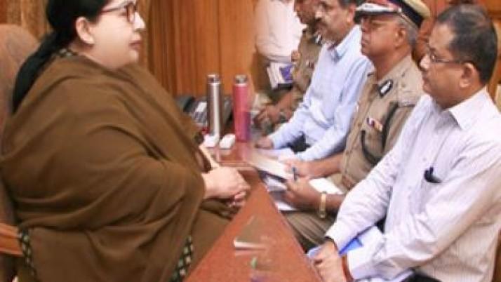 வெள்ளத்தால் பாதிக்கப்பட்ட காவல்துறை அலுவலகக் கட்டடங்களை மறு சீரமைக்க முதலமைச்சர் ஜெயலலிதா உத்தரவு