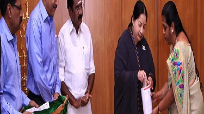 முதலமைச்சர் ஜெயலலிதா,கொடிநாள் நிதிக்கு 25 ஆயிரம் ரூபாய் நன்கொடை வழங்கினார்