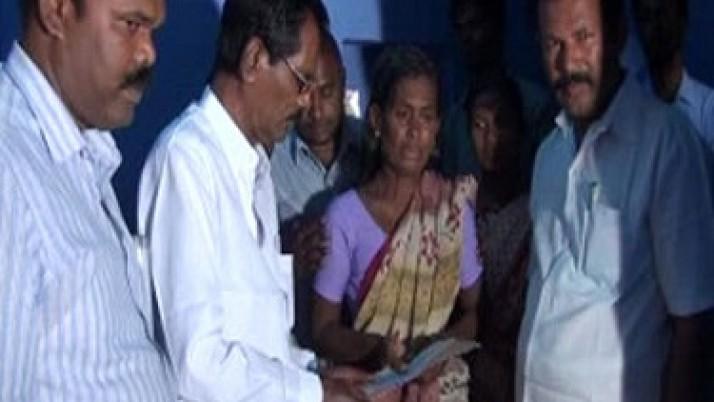 வெள்ளத்தில் மூழ்கி உயிரிழந்த விவசாயி குடும்பத்திற்கு முதலமைச்சர் ஜெயலலிதா உத்தரவின்படி ரூ.4 லட்சம் நிதியுதவி