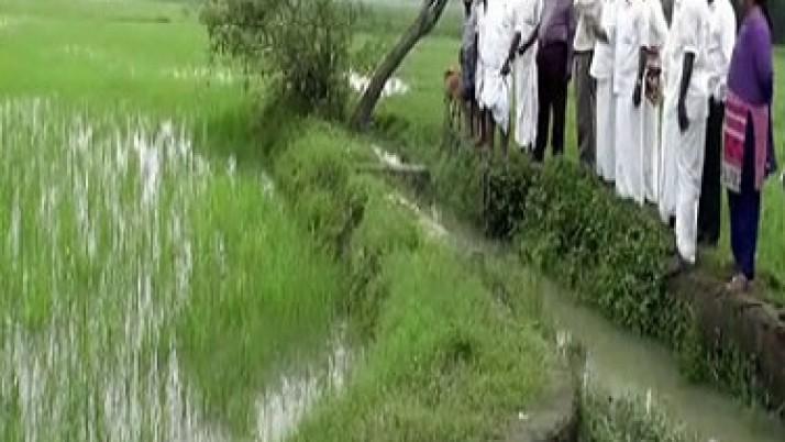 திருவாரூர் மாவட்டத்தில்,பாதிக்கப்பட்ட பகுதிகளை அமைச்சர்  ஆர். காமராஜ் நேரில் ஆய்வு:முதலமைச்சர் அறிவித்தபடி நிவாரண உதவிகளையும் வழங்கினார்