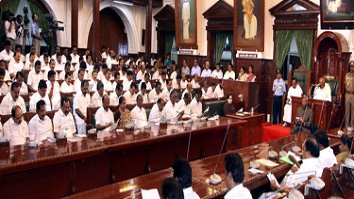 சிறு குறு விவசாயிகளின் வருவாயை உயர்த்தி, அவர்களது வளத்தையும் பெருக்கியுள்ளது தமிழக அரசு:முதலமைச்சர் ஜெயலலிதாவிற்கு ஆளுநர் ரோசய்யா பாராட்டு