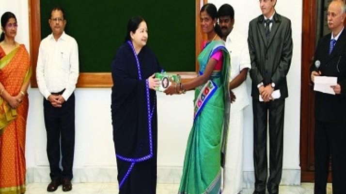 11 வகை மூலிகை மருந்துகளை கொண்ட 'அம்மா மகப்பேறு சஞ்சீவி' திட்டம்:முதல்வர் ஜெயலலிதா தொடக்கி வைத்தார்