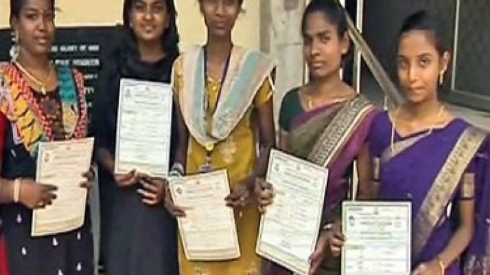 முதலமைச்சர் ஜெயலலிதாவின் உத்தரவுக்கிணங்க,கல்விச் சான்றிதழ்கள் இழந்தவர்களுக்கு சிறப்பு முகாம் மூலம் கட்டணமில்லா நகல் சான்றிதழ்கள் வழங்க நடவடிக்கை