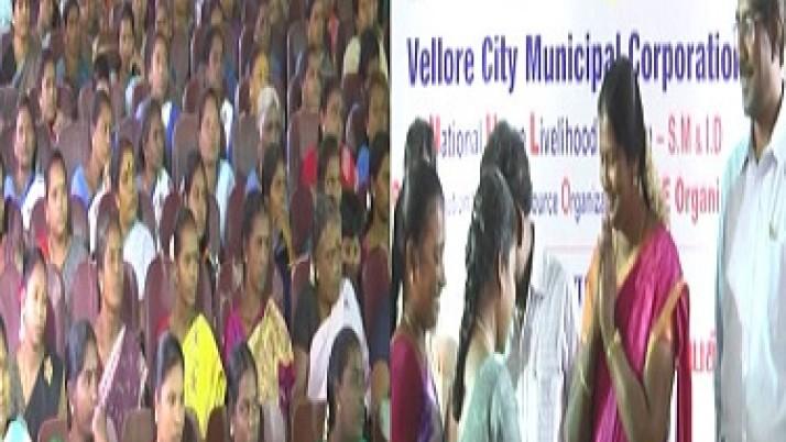 முதலமைச்சர் ஜெயலலிதா ஆணைக்கிணங்க,வேலூரில் மகளிர் சுயஉதவிக்குழுவினருக்கு 6,10,000 ரூபாய் சுழல் நிதி வழங்கப்பட்டது. பயனாளிகள் முதலமைச்சருக்கு  நன்றி