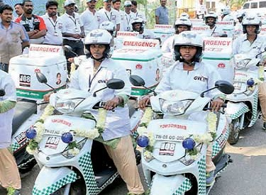 இந்தியாவிலேயே முதன் முறையாக பெண் மருத்துவ உதவியாளர்களால் இயக்கப்படும் மோட்டார் சைக்கிள் 'ஆம்புலன்ஸ்' திட்டம்: முதல்வர் ஜெயலலிதா தொடங்கி வைத்தார்
