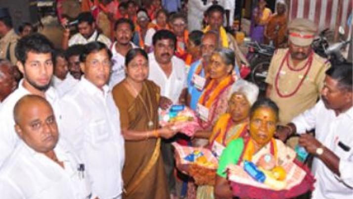 முதல்வர் ஜெயலலிதா நீடூழி வாழ வேண்டி 84 பேர் காசி யாத்திரை பயணம்  மேற்கொண்டனர்