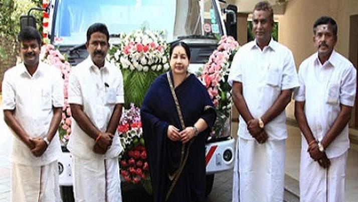 4 மாவட்டங்களுக்கு அதிநவீன பிரச்சார வாகனங்கள்: முதல்வர் ஜெயலலிதா வழங்கினார்