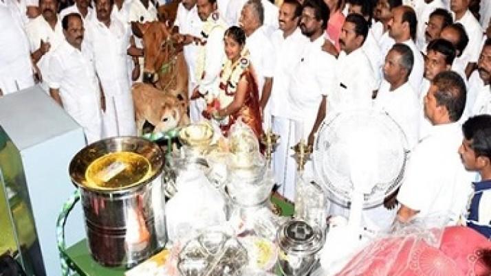 முதல்வர் ஜெயலலிதாவின் நல்லாசியுடன் அதிமுக சார்பில் தஞ்சையில் 164 ஜோடிகளுக்கு திருமணம்