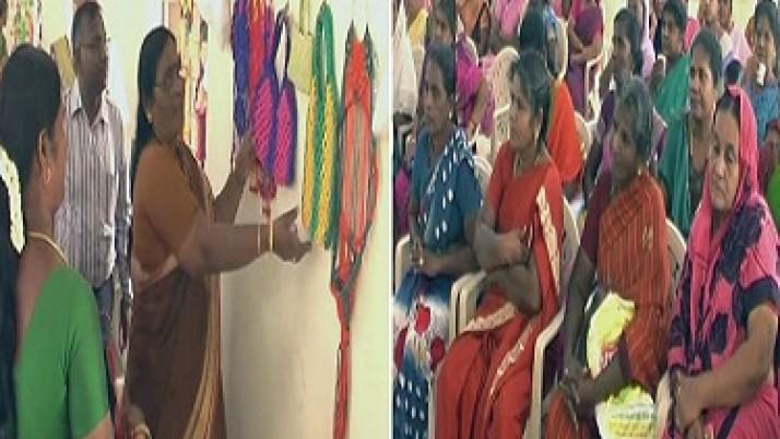 மகளிர் சுய உதவிக்குழுவினர் தயாரிக்கும் பொருட்களை ஒரே இடத்தில் விற்பனை செய்ய மையம் திறப்பு : முதலமைச்சர் ஜெயலலிதாவுக்கு மகளிர் குழுவினர் நன்றி