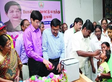 முதல்வர் ஜெயலலிதா உத்தரவுப்படி 43,051 மையங்கள் மூலம் 66.08 லட்சம் குழந்தைகளுக்கு போலியோ சொட்டு மருந்து வழங்கப்பட்டது