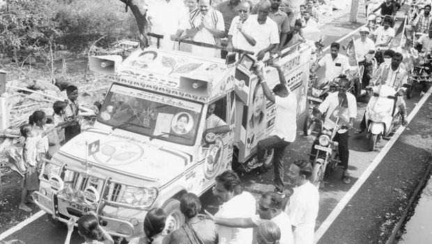 பெருங்களத்தூரில் அதிமுக வேட்பாளர் சிட்லபாக்கம் ராஜேந்திரன் வாக்கு சேகரிப்பு