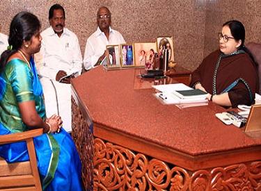 முதல்வர் ஜெயலலிதா முன்னிலையில் அதிமுகவில் வேட்பாளர் நேர்காணல் நடைபெற்றது