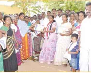 கிருஷ்ணராயபுரம் (தனி) தொகுதி அ.தி.மு.க. வேட்பாளர் கீதா வாக்கு சேகரிப்பு