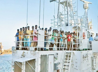 இலங்கை சிறைகளில் இருந்து விடுவிக்கப்பட்ட 96 தமிழக மீனவர்கள் தாயகம் திரும்பினர் : தங்களை மீட்க நடவடிக்கை மேற்கொண்ட முதலமைச்சர் ஜெயலலிதாவுக்கு மீனவர்கள் நன்றி