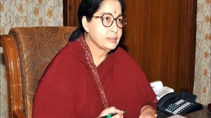 அதிமுக அரசின் புதிய அமைச்சரவை பட்டியல் : முதலமைச்சர் ஜெயலலிதா வெளியிட்டார்
