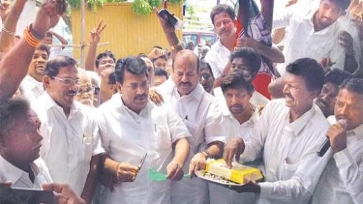 அதிமுக வேட்பாளர் பாண்டியராஜன் தனது தேர்தல் பிரச்சாரத்தை ஆவடியில் தொடங்கினார்