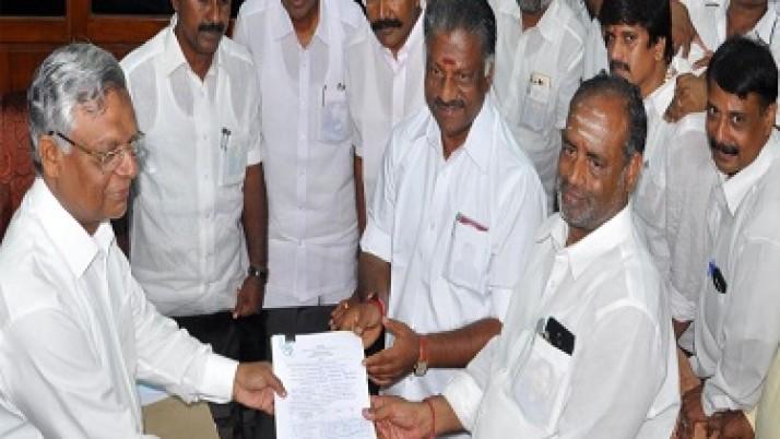 ராஜ்யசபை உறுப்பினர் தேர்தல் : அ.தி.மு.க. வேட்பாளர்கள் 4 பேர் வேட்புமனு தாக்கல்