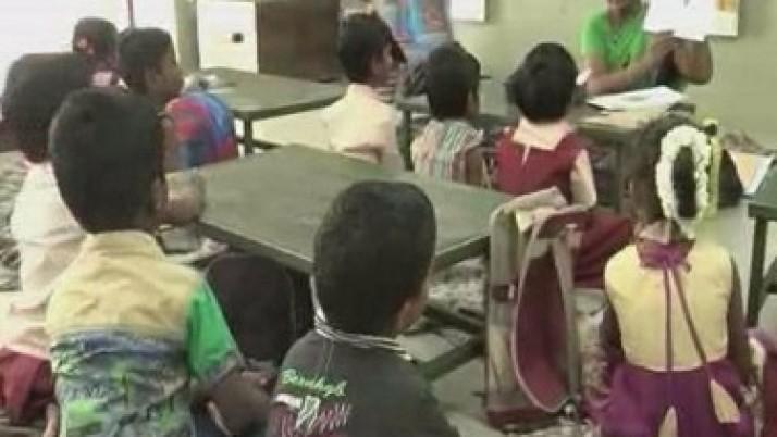 ஈரோடு மாவட்டத்தில் உள்ள அரசு பள்ளிகளில் ஆங்கில வழி கல்வி : முதலமைச்சர் ஜெயலலிதாவிற்கு பெற்றோர்கள் நன்றி