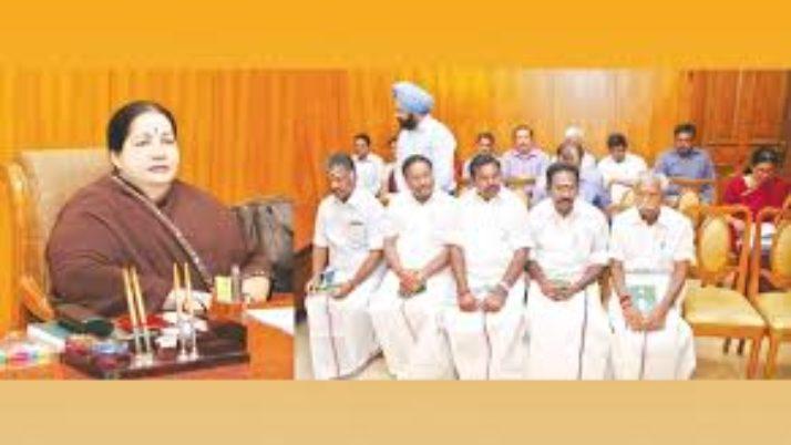 முதல்வர் ஜெயலலிதா வேளாண்மைத்துறை குறித்து,அமைச்சர்கள், அதிகாரிகளுடன் ஆலோசனை