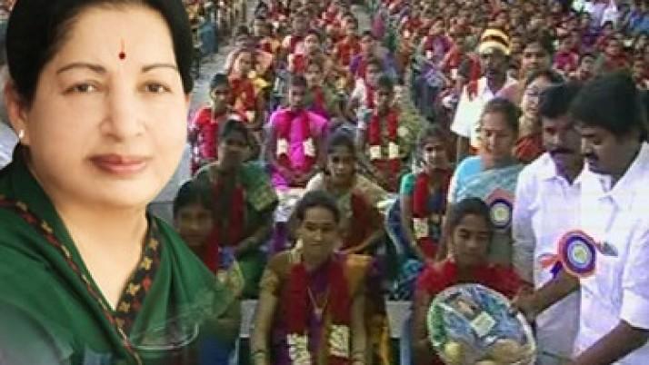 முதலமைச்சர் ஜெயலலிதா உத்தரவின்படி,கிருஷ்ணகிரியில் 500 கர்ப்பிணிப் பெண்களுக்கு சீதனப்பொருட்களும், உணவுகளும் வழங்கப்பட்டன