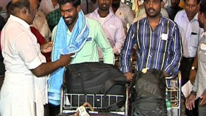 முதலமைச்சர் ஜெயலலிதாவின் முயற்சியால், துபாய் அஜ்மனில் இருந்து மீட்கப்பட்ட 23 தமிழக மீனவர்களை அமைச்சர் வரவேற்று, சொந்த ஊர்களுக்கு அரசு செலவில் அனுப்பிவைத்தார்