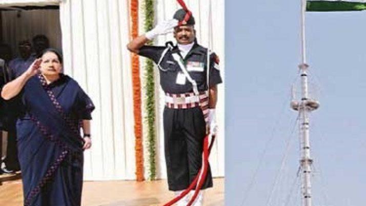 சென்னை கோட்டையில் சுதந்திர தின விழா கோலாகல கொண்டாட்டம் ; முதல்வர் ஜெயலலிதா தேசிய கொடி ஏற்றி வைத்து உரையாற்றினார்