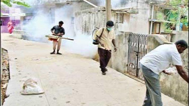 முதலமைச்சர் ஜெயலலிதா உத்தரவுப்படி, 2-வது நாளாக அம்பத்தூர், கொரட்டூர் பகுதிகளில் 'ஸ்கைரோனமஸ்' பூச்சிகளை அழிக்கும் பணி தீவிரம்