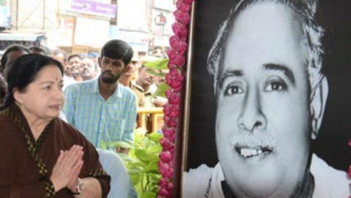 பேரறிஞர் அண்ணாவின் 108-வது பிறந்த நாளை முன்னிட்டு,அவரது திருவுருவச் சிலைக்கு, முதலமைச்சர் ஜெயலலிதா மலர்தூவி மரியாதை