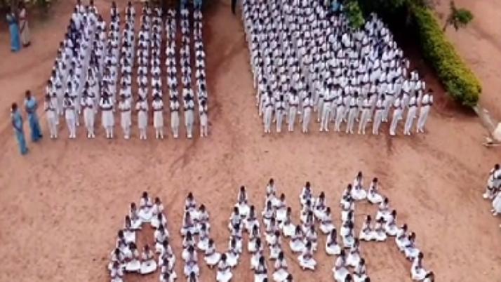 திருப்பூரில் முதலமைச்சர் நலம்பெற வேண்டி மாணவர்கள் மெழுகுவர்த்தி ஏந்தி கூட்டு வழிபாடு