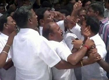 திருப்பரங்குன்றத்தில் ஸ்டாலின், அழகிரி ஆதரவாளர்கள் இடையே மோதல்