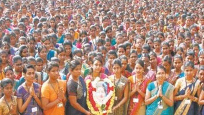 மறைந்த முதல்வர் ஜெயலலிதா நினைவிடத்தில் ஆயிரக்கணக்கான மக்கள் குடும்பம்,குடும்பமாக அஞ்சலி