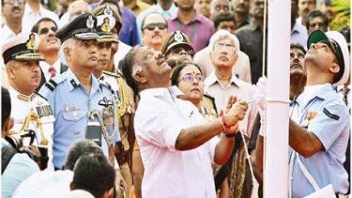 68-வது வண்ணமிகு குடியரசு தின விழாவில் முதல்வர் ஒ.பன்னீர்செல்வம் தேசியக்கொடியை ஏற்றினார்