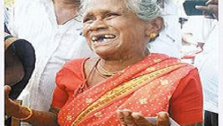 700 கி.மீ. கடந்து வந்து முதலமைச்சர் ஓ.பன்னீர்செல்வத்திற்கு ஆதரவு தெரிவித்த 80 வயது மூதாட்டி